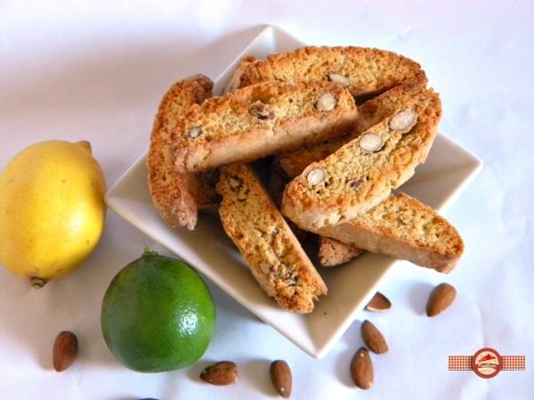 Biscotti cu migdale si lamaie
