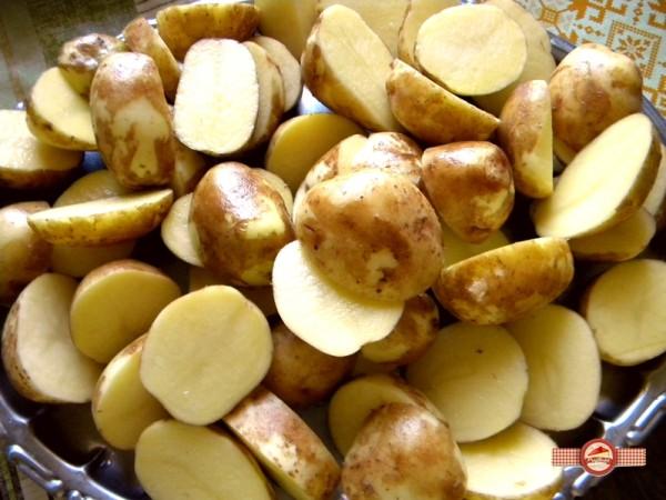Cartofi noi la cuptor