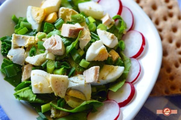 Salata cu oua si piept de pui1