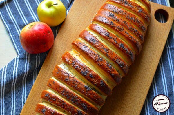 placinta cu mere impletita