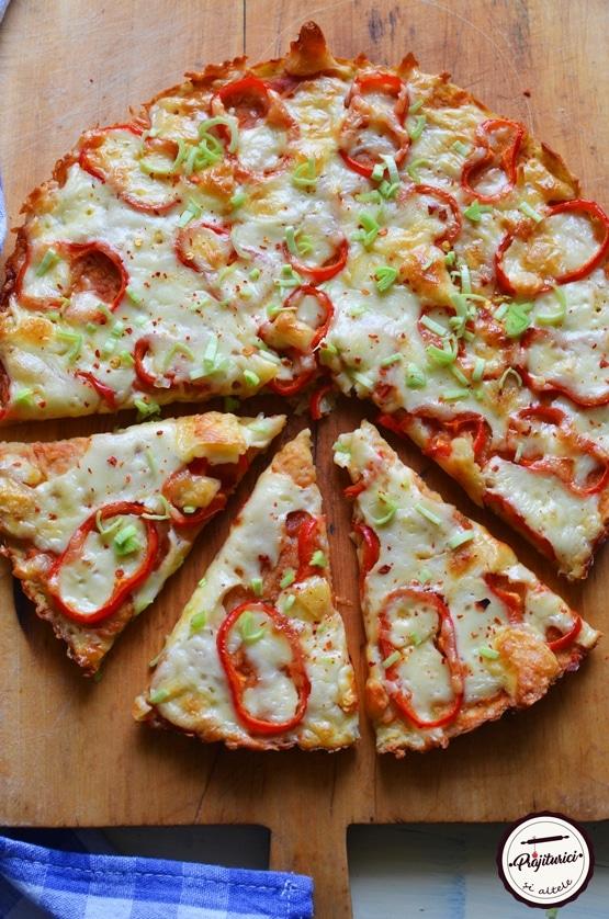 Pizza vegetariana cu blat de cartofi
