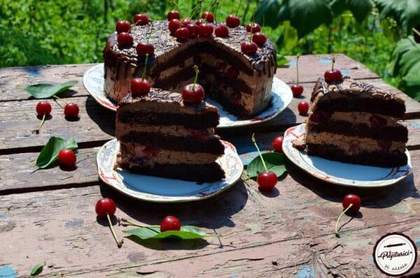 tort cu ciocolata si visine